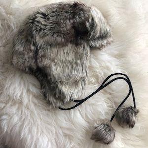 LE CHATEAU Faux fur winter hat. Size youth